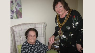 The Willows Residents enjoy special visit from Hinckley Mayor