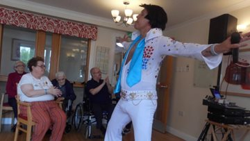 King of Rock N Roll visits Tranent care home