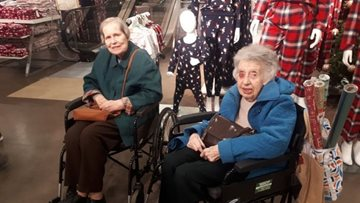 Retail therapy takes a festive twist at Sheffield care home