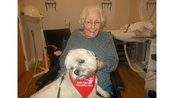 Resident overcomes her fear with help from PAT dog Bentley