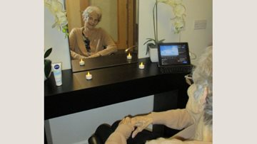 Residents enjoy relaxing spa session at Hinckley Park care home