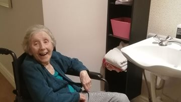 Residents enjoy pamper afternoon at Averill House care home