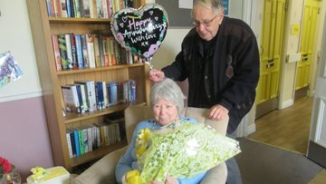 Couple celebrates 50 years of marriage in Cradley Heath care home