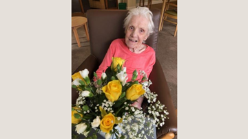 Flower arranging afternoon at Falkirk care home helps Resident come out of her shell