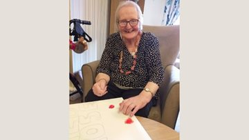 Chaseview care home Residents enjoy sign making