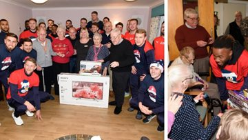 Residents enjoy festive visit from Falkirk F.C