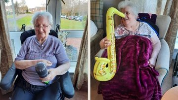 Karaoke party delights at Hamilton care home