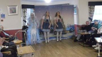 Glasgow care home Residents enjoy festive pantomime
