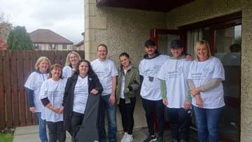 Lloyds Banking Team makes a difference at Dunfermline care home