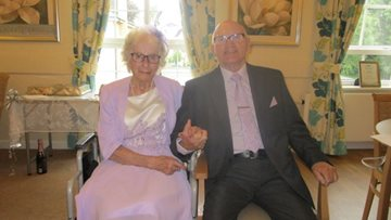 Childhood sweethearts celebrate 60 years of marriage at Mansfield care home