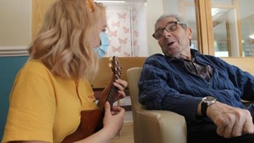 Glasgow care home Colleague entertains Residents with ukulele
