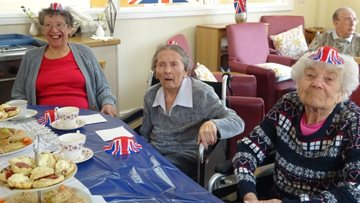 Residents enjoy a right royal knees up at Bridgewater Park