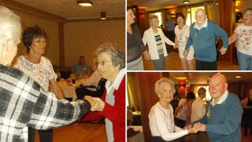 Irvine care home enjoy reminiscent trip to Largs