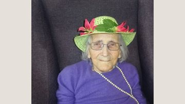 Honiton care home Residents enjoy afternoon crafting Easter bonnets