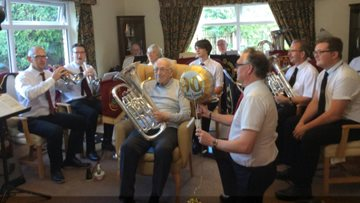Winters Park celebrate Residents' 90th birthday in style