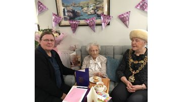Perry Locks Resident celebrates her century
