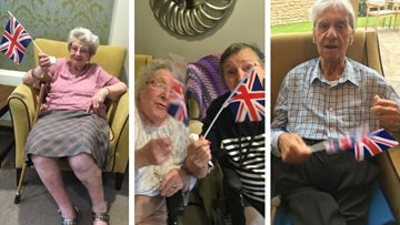 Huddersfield care home Residents enjoy wartime sing-along