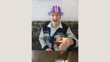 Chelmsford care home Residents enjoy lunchtime outing