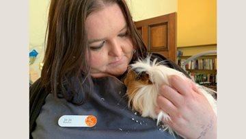 Ozzy the guinea pig comes to stay at Bridport care home