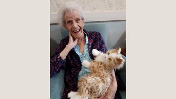 Companion cat brings comfort to Resident