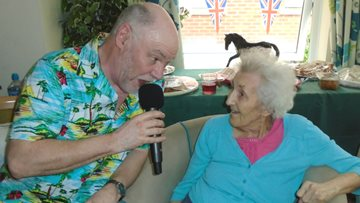 Appleton Manor welcome entertainer Ian Jenkins