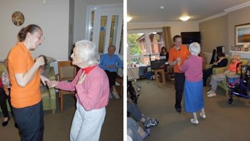 Entertainer shines bright at Ayr care home