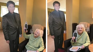 A dream come true for Barry Manilow fan at Broadway care home