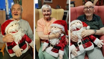 Festive puppet show delights all at Redcar care home