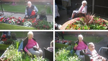 Hinckley care home Residents make the most of September sunshine