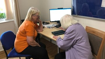 Glasgow care home Resident learns new computer skill