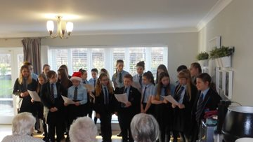 Sheraton Court welcomes local primary school for carol performance