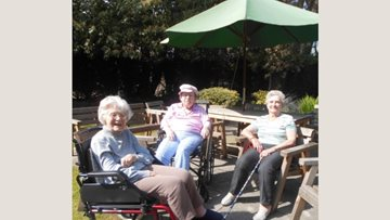 Fun in the sun at Morpeth care home