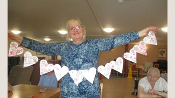 Romford care home enjoys crafty afternoons