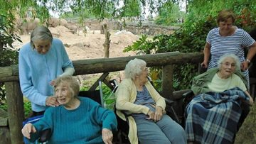 Appleton Manor Residents go Wild at the Zoo