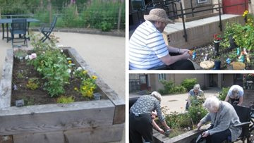 Resident gardening group transforms Stirling care home garden
