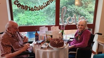 Coventry care home couple celebrate 70th wedding anniversary!