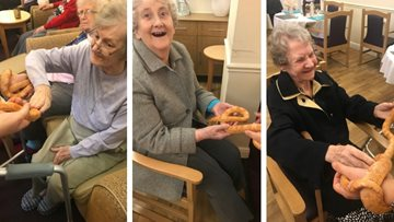 Residents at Appleton Lodge go wild with Zoolab!