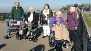 Amerind Grove Residents enjoy trip to Clevedon Pier