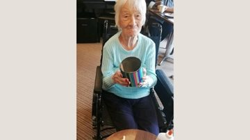 Pudsey care home Residents enjoys pot making session