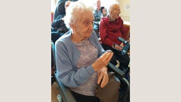 Irish Folk Band visit takes Chaseview Resident back in time