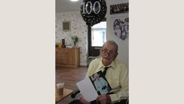 100 birthday candles for Dartford care home Resident