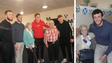 St Johnstone F.C. players visit Perth care home