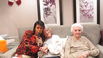 King of Rock n Roll celebrates Christmas at Peterlee care home