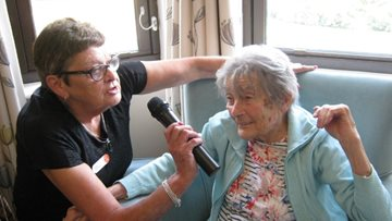 Hinckley care home Residents hit the right note at karaoke afternoon