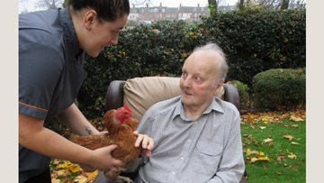 Farmer Resident helps Hinckley care home raise chickens