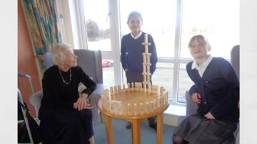 Lakes Primary School pay weekly visits to Roseberry Court