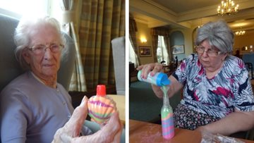 Sand art helps Residents reminisce at Bexhill-on-Sea care home