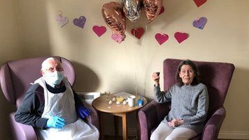 Couple celebrates wedding anniversary at Hebburn care home