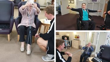 Worsley Lodge Residents enjoy entertaining afternoon with Shiny Stars