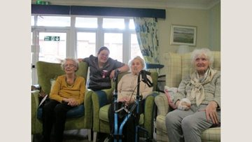 Sounds of the 40's hit Ashgrove Care Home